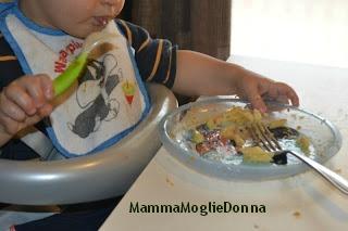 Edoardo-mangiare-da-solo-un-anno-MammaMoglieDonna