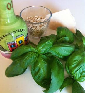 Pesto-con-basilico-orto-sul-balcone-MammaMoglieDonna