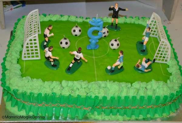 torta-di-compleanno-a-tema-calcio-1024x695