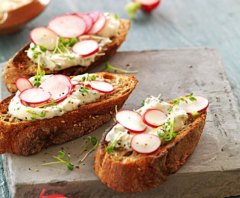 Ricette per cucinare le verdure invernali crostini ai ravanelli