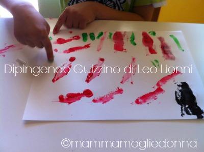 Disegnare Guizzino di Leo Lionni con timbri e colori a dita 2