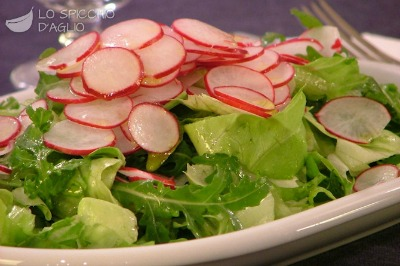 Verdura del mese: ricette con i ravanelli Insalata di ravanelli e rucola