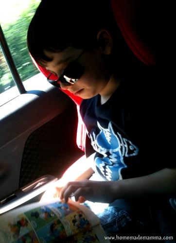 Pf mentre legge in macchina
