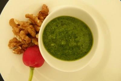 Verdura del mese: ricette con i ravanelli pesto con foglie di ravanelli