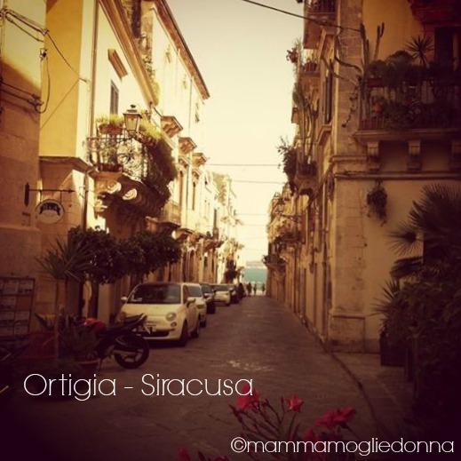 cartolina dalla Sicilia Ortigia