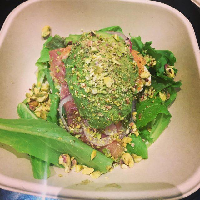 Hamburghesa de salmon niente pane ma Avocado salmone robiola limehellip