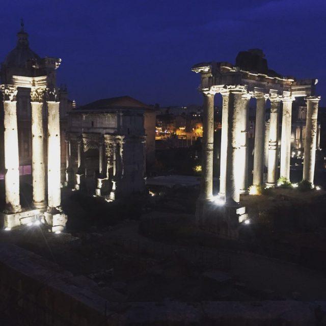 Roma Cos bella eppure cos fragile dovresti solo essere amatahellip