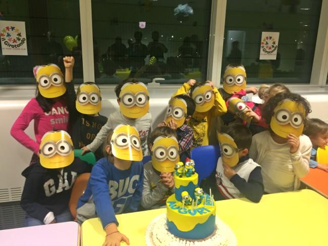 festa e torta di compleanno a tema minions 2
