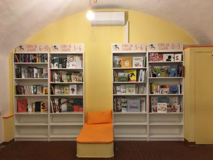Scaffale Libri Per Bambini : Deliziose librerie per bambini low cost